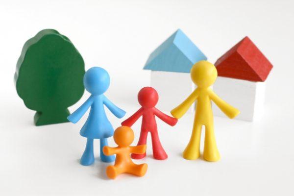 戸建て賃貸を選ぶ家族