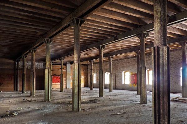 倉庫の工事中