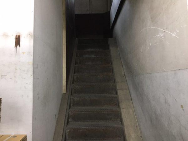 倉庫内階段