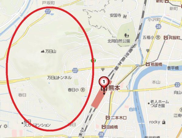 熊本駅の西側は山で囲まれている